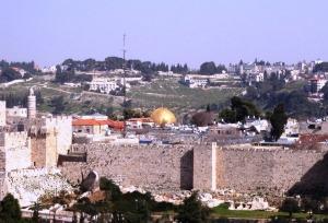 הנוף ממלון דן פנורמה אל העיר העתיקה ואל כיפת הסלע